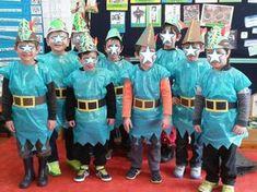 Οι μασκαράδες μας! Με την ευκαιρία του μαθήματος από τα βήματα στη ζωή – Νοιάζομαι, Βοηθάω – μιλήσαμε για έναν ήρωα που βοηθούσε τους φτωχτούς! Ναι, για τον Ρομπέν των Δασών.. και έτσι τα αγόρια γίναμε Ρομπέν… Carnival Crafts, Great Costume Ideas, English Play, Easy Costumes, Nursery, Medieval Times, Cute, Education, School