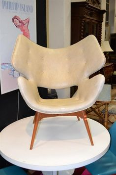 A 1953 GRANT FEATHERSTON B220H CURL-UP CHAIR $8500