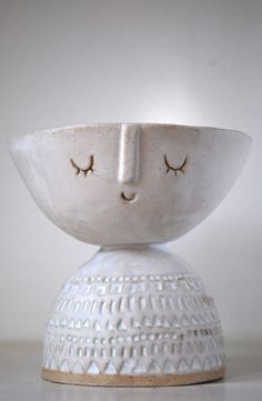 Atelier Stella. Bowl head dish in matt white glaze.
