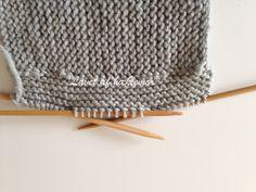 Hæklemors opskrift på retstrikkede babyfutter | Hæklemor Baby Leggings, Baby Knitting Patterns, Diy Baby, Crochet Hats, Tricot, Threading, Creative, Knitting Hats
