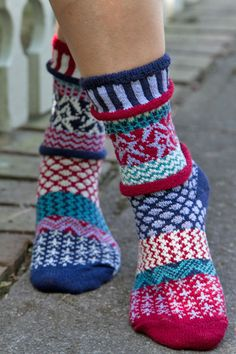 I love the mismatched whimsy of these socks! Stars & Stripes Crew Socks by Solmate. Solmate Socks, Slouch Socks, Crew Socks, Fair Isle Knitting, Knitting Socks, Knitting Blogs, Knitting Patterns, Sock Crafts, Diy Crafts