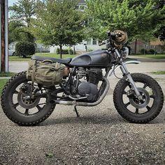 Looks like @holdfastmotors has his Yamaha XS400 ready for @motosinmoab. Looking good buddy! #motosinmoab #croig #caferacersofinstagram