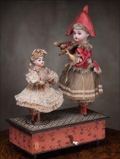Vintage Wind Up Dancing Dolls Music Box Dollhouse Dolls, Miniature Dolls, Antique Music Box, Dancing Dolls, Half Dolls, Antique Toys, Old Toys, Marie Antoinette, Belle Epoque