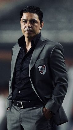 Marcelo Gallardo (River Plate) River Phoenix, Nate River, Best Football Players, Moda Casual, Lionel Messi, Plates, Carp, Dbz, Kayaking