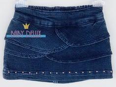 Essa saia jeans é linda e rica em detalhes. Possui tachas douradas, pedras brilhosas e bordados de corações com linha dourada nos bolsos.  Confeccionada em jeans super macio com elastano, possui elástico na cintura para maior conforto e ajuste.  Tamanhos: 2 Anos - 46cm de circunferência na cintura - 18cm de comprimento.   http://www.babydelux.com.br/pd-112b86-saia-jeans-com-babados-e-pedras-brilhosas-bebe-menina.html?ct=81964&p=1&s=1