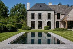 Landelijke villa met modern interieur | Binnenkijken Garden Architecture, Belgium, Landscape Design, Beautiful Homes, Minimalism, Villa, Mansions, House Styles, Outdoor