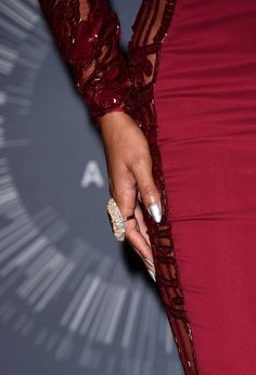Beyonce Knowles Photos Photos - Singer Beyonce (fashion detail) poses in the press room during the 2014 MTV Video Music Awards at The Forum on August 24, 2014 in Inglewood, California. - MTV Video Music Awards Press Room