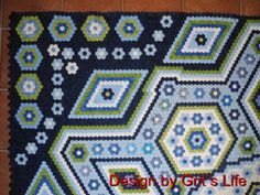 Amazing Hexagon Quilt - German site, definitely worth looking at this terrifically interesting quilt!