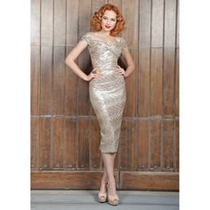 Gold Stop Staring Dress This is a beautiful Stop Staring Gold Fortune Wiggle Dress. Perfect for any occasion. Only worn once and in perfect condition. Stop Staring Dresses Vintage Outfits, Vintage Inspired Dresses, Retro Outfits, Vintage Fashion, Vintage Clothing, 1900s Fashion, Vintage Gowns, Vintage Wear, Metallic Dress