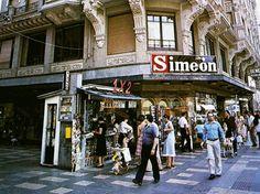 León, fotos antiguas, la tienda Simeon en el edificio roldan de la plaza de santo Domingo.