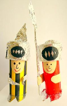 Made with toilet rolls Easy Crafts For Kids, Craft Activities For Kids, Diy For Kids, Medieval, Paper Towel Roll Crafts, Fairy Tale Crafts, St Georges Day, Knight Party, Art Programs