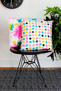 Add a touch of color to your room with this DIY hand-painted pillows IKEA hack tutorial. Diy Pillows, Cushions, Throw Pillows, White Pillows, Hm Deco, Ikea Hack Bedroom, Bedroom Hacks, Baby Dekor, Diy Cape