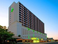 Arlington (VA) Holiday Inn National Airport/Crystal City United States, North America Stop at Holiday Inn National Airport/Crystal City to discover the wonders of Arlington (VA). The hotel offers a wide range of amenities and perks to ensure you have a great time. Free Wi-Fi in all rooms, 24-hour front desk, facilities for disabled guests, room service, airport transfer are just some of the facilities on offer. All rooms are designed and decorated to make guests feel right at ...