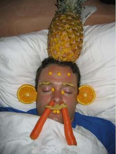 35 People Who Shouldn';t Have Passed Out Drunk. These Dudes Should Have Chosen Their Drinking Buddies More Wisely
