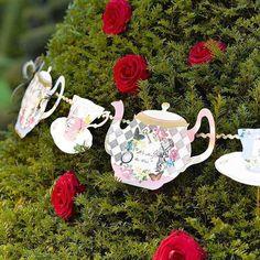 Alice Tea Party, Tea Party Theme, Tea Party Birthday, Party Themes, Happy Birthday, Party Ideas, Alice In Wonderland Teapot, Alice In Wonderland Decorations, Alice In Wonderland Tea Party
