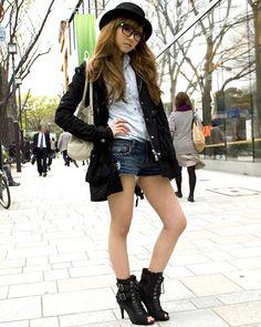 ◆美人スナップ|知久友里恵さん|one*way(ショートデニム&カンカン帽)LIP SERVICE(アウター)ESPERANZA http://www.bijin-snap.com/2010/04/15/no-46/ #知久友里恵 #Yurie_Chiku #girl_with_glasses #glasses #woman_with_glasses