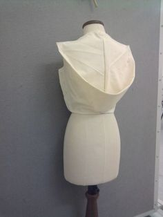 Draping on the Stand - creative pattern cutting for a sculptural silhouette - modern tailoring; fashion design; fabric manipulation // Helen Rix