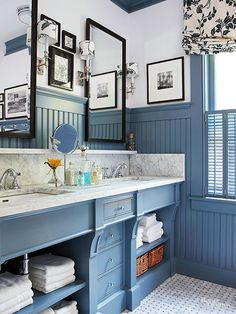 A+dusty+blue+covers+the+vintage-style+vanity+and+painted+beaded+board+in+the+master+bath+for+a+relaxing+beach-meets-country+vibe.+To+offset+all+of+the+dark+blue,+the+walls,+countertops,+and+accents+were+kept+a+crisp+white.