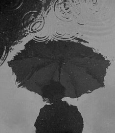 rainy rain bad weather heartbroken depressed sad hurt pain lovers umbrella black and white gray grey dark light aesthetic