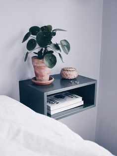 Homemade bedside table # bedroom inspiration Homemade wall mounted bedside table … - My CMS Floating Nightstand Ikea, Wall Mounted Bedside Table, Coastal Bedrooms, Interior Design Inspiration, Bedroom Inspiration, My Room, Home Furniture, Room Decor, Night Stand