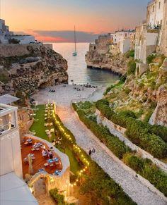 "Puglia _City on Instagram: ""Buona notte 🇮🇹🇮🇹🇮🇹🇮🇹 ITALIA🇮🇹🇮🇹🇮🇹🇮🇹💪💪❤❤ . .  puglia_city 11/08/2020🌟 🌟🌟🌟🌟🌟🌟🌟 📷 Autore @raffy_gemin Luogo #polignanoamare…"" Bari, All About Italy, Italy Map, Puglia Italy, Cool Photos, Mansions, House Styles, Instagram, Places"