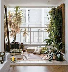 Un jardin suspendu sur un balcon zen