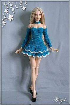 Barbie 37 crochet street look Crochet Doll Dress, Crochet Barbie Clothes, Knitted Dolls, Barbie Patterns, Doll Clothes Patterns, Clothing Patterns, Barbie Fashionista, Accessoires Barbie, Mode Crochet