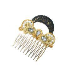 Complementos de flamenca. Peinecillo de flamenca en tonos dorados con encaje negro y piedras facetadas en color cristal.