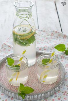 Sciroppo al rabarbaro e melissa citronella  Zitronenmelisse-Rhabarber-Sirup http://blog.giallozafferano.it/passionecooking/sciroppo-al-rabarbaro-melissa-citronella/