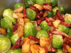 Brussels sprouts with curry apples and bacon - Brussels sprouts with curry apples and bacon – Cooking women - Healthy Vegetable Recipes, Healthy Summer Recipes, Super Healthy Recipes, Healthy Meals For Kids, Vegetable Dishes, Enjoy Your Meal, Buffet, Food Inspiration, Appetizer Recipes