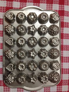 Mini bundt pan, 30 different designs