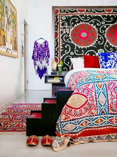 We tapped Justina Blakeney, the designer, artist, and self-proclaimed maximalist behind the blog The Jungalow and the best-selling book The New Bohemians, to walk us through her steps to mixing color and patterns for the perfect boho bedroom decor.