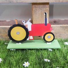 Centre de table tracteur pour un anniversaire enfant sur le thème campagne et champêtre ! Parfait pour les petits fans d'engins agricoles.  #tracteur #centredetable #champetre #campagne #anniversaire #bapteme