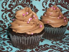 Chocolate Cupcakes with Nutella Frosting 1 chocolate cake mix, prepared as directed for cupcakes ¼ cup shortening ¼ cup butter, softened tbls water 1 tsp vanilla extract cup Nutella ½ lb of powdered sugar Nutella Frosting, Cupcake Frosting, Cupcake Cakes, Cup Cakes, Mini Desserts, Just Desserts, Delicious Desserts, Dessert Healthy, Delicious Dishes