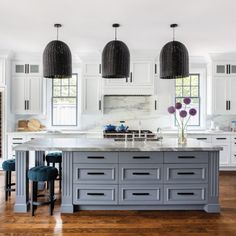 A San Mateo Home Shines With A Layered Look Kitchen Design Home Decor Kitchen Kitchen Decor
