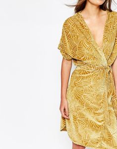 Discover the latest fashion and trends in menswear and womenswear at ASOS. Shop this season's collection of clothes, accessories, beauty and more. Latest Fashion Clothes, Fashion Online, Gold Velvet Dress, Manga, Kimono, Asos Online Shopping, Wrap Dress, Women Wear, Inspiration
