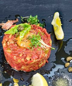 stuttgartcooking: Beef tartare my way - Food: Veggie tables Bacon Appetizers, Appetizer Recipes, Holiday Appetizers, Healthy Eating Tips, Clean Eating Snacks, Beef Tartare, Tartare Recipe, Gluten Free Puff Pastry, Food Patterns