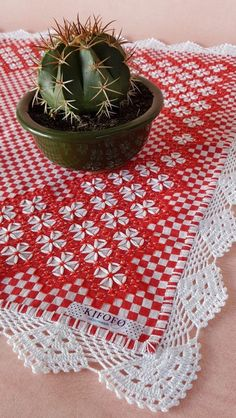 Hardanger Embroidery, Embroidery Stitches, Hand Embroidery, Bargello Needlepoint, Chicken Scratch Embroidery, Crochet Designs, Sewing Hacks, Hand Stitching, Diy And Crafts