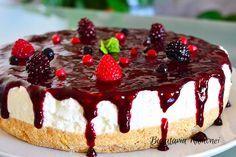 Prajitura-la-rece-cu-iaurt-si-fructe-de-padure-n Dessert Cake Recipes, No Cook Desserts, Easy Cake Recipes, Cheesecake Recipes, Sweet Recipes, Cookie Recipes, Snack Recipes, Romanian Desserts, Romanian Food