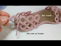 Passo a passo de mais uma sandália exclusiva de Mari Crochê. A mesma é confeccionada em crochê, argolas de ferro e solado e palmilha em PVC. A linha que usam...