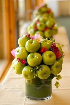 Apple table centrepieces for the Rosh Hashanah table