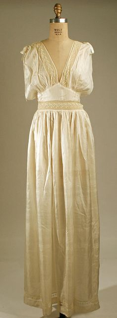 Nightgown 1937, American, Made of silk and cotton