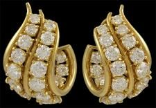 Harry Winston 18k yellow gold diamond ear clips. Jacques Timey Makers Mark. Approx. 7.50cts. of diamonds. Circa 1980s