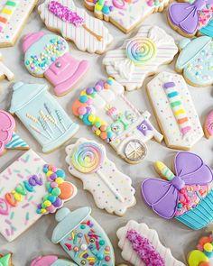 Summer Cookies, Cookies For Kids, Fancy Cookies, Iced Cookies, Cute Cookies, Cookies Et Biscuits, Candy Theme Birthday Party, Birthday Cookies, Cookie Icing