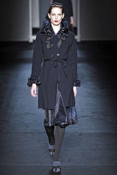 Moschino Fall 2009 Ready-to-Wear Fashion Show - Iris Strubegger