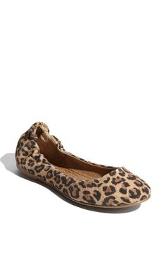 Shoe that would add style to plain ol' jeans and a t-shirt Pretty Shoes, Cute Shoes, Me Too Shoes, Leopard Ballet Flats, Leopard Shoes, How To Have Style, My Style, Shoe Gallery, Hot High Heels