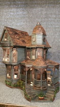 Haunted house made from cardboard - Greggs Miniature Imaginations. Haunted house made from cardboard Greggs Miniature - Haunted Dollhouse, Haunted Dolls, Haunted Mansion, Dollhouse Miniatures, Haunted Houses, Cardboard Dollhouse, Miniature Houses, Miniature Dolls, San Francisco Houses