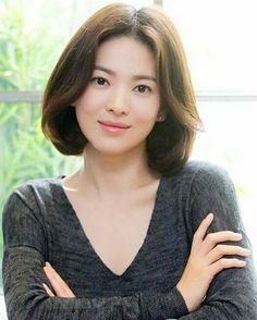 36 trendy how to style short hair bob korean Girls Short Haircuts, Short Bob Hairstyles, Summer Hairstyles, Korean Beauty, Asian Beauty, Song Hye Kyo Style, Singer Fashion, Asian Short Hair, How To Pose