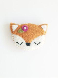 NEW 2014 felt fox brooch por littlehappystitches en Etsy