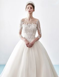 Dress: Louis Blanc wedding gown This sophisticated wedding gown from Louis Blanc is effortlessly beautiful! Romantic Wedding Colors, Classic Wedding Gowns, Trendy Wedding, Elegant Wedding, Wedding Styles, Ball Gown Dresses, Bridal Dresses, Wedding Entourage, Bride Tiara
